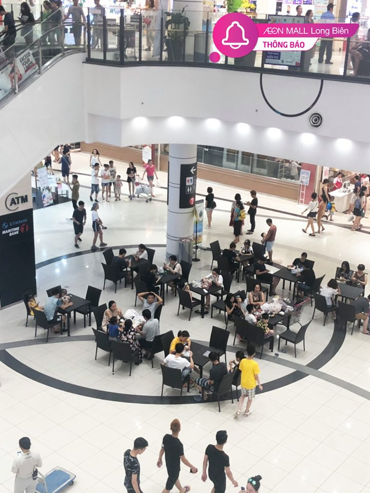 Ảnh 3: Vào trung tâm thương mại tránh nóng - We25.vn