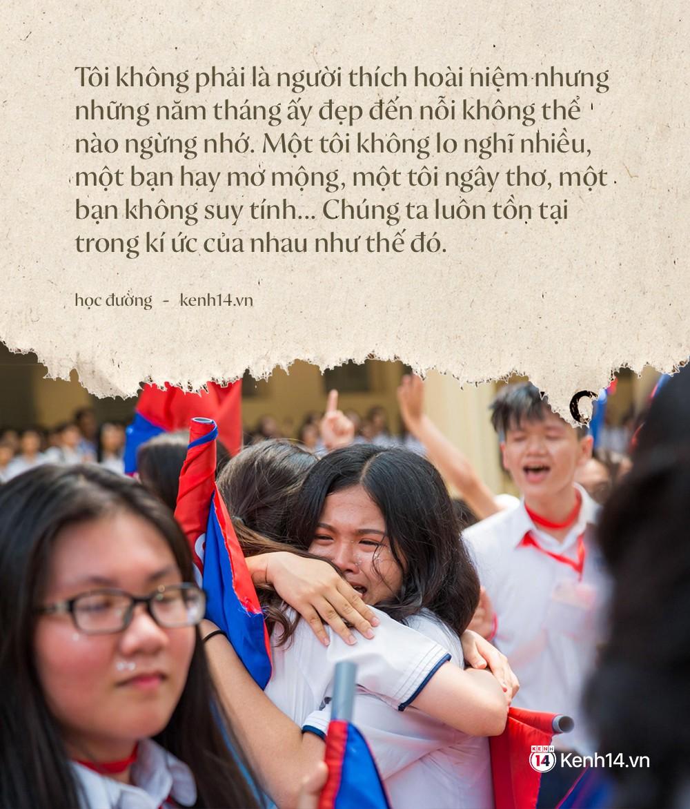 Ảnh 1: Học sinh lớp 12 khóc như mưa ngày chia tay - We25.vn