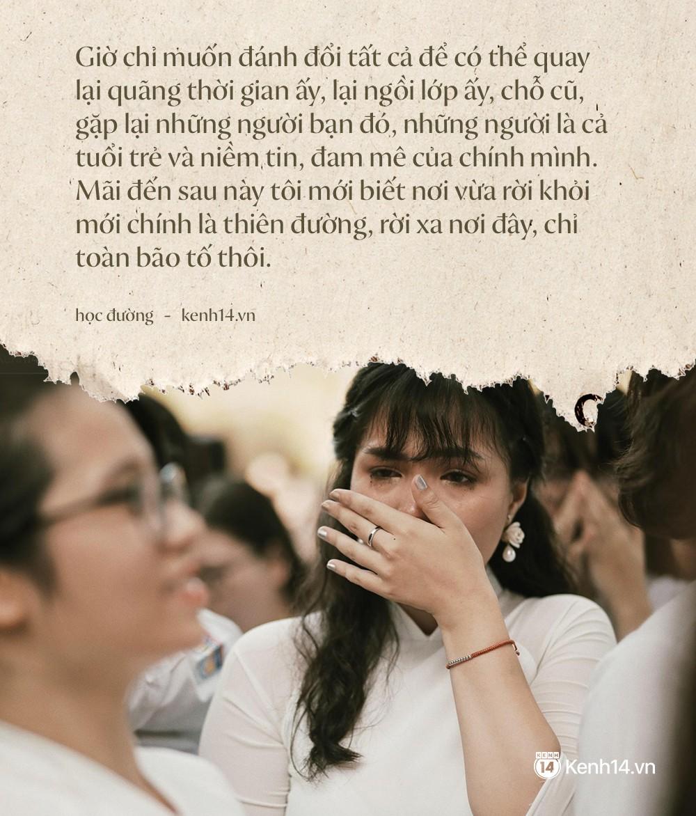 Ảnh 2: Học sinh lớp 12 khóc như mưa ngày chia tay - We25.vn