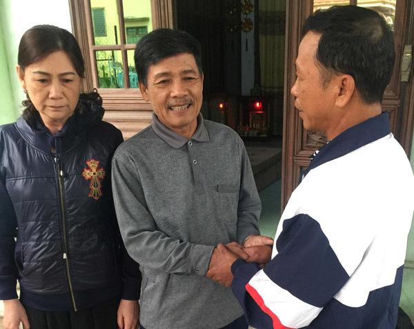 Ảnh 3: Cặp vợ chồng nghèo cưu mang anh chàng ăn xin - We25.vn