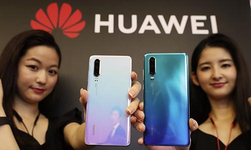 Hàng loạt nhà mạng toàn cầu tuyên bố dừng đặt hàng điện thoại mới của Huawei
