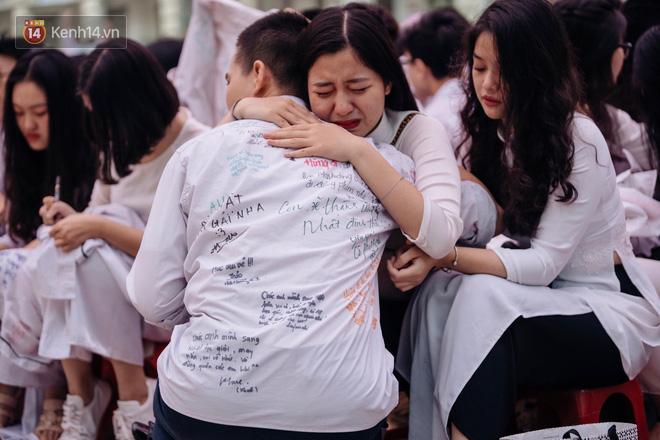 Ảnh 12: Lễ bế giảng của các trường THPT lớn nhất Hà Nội - We25.vn