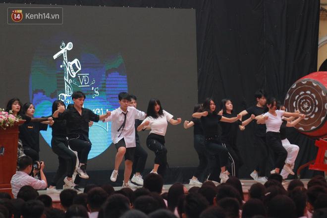 Ảnh 7: Lễ bế giảng của các trường THPT lớn nhất Hà Nội - We25.vn