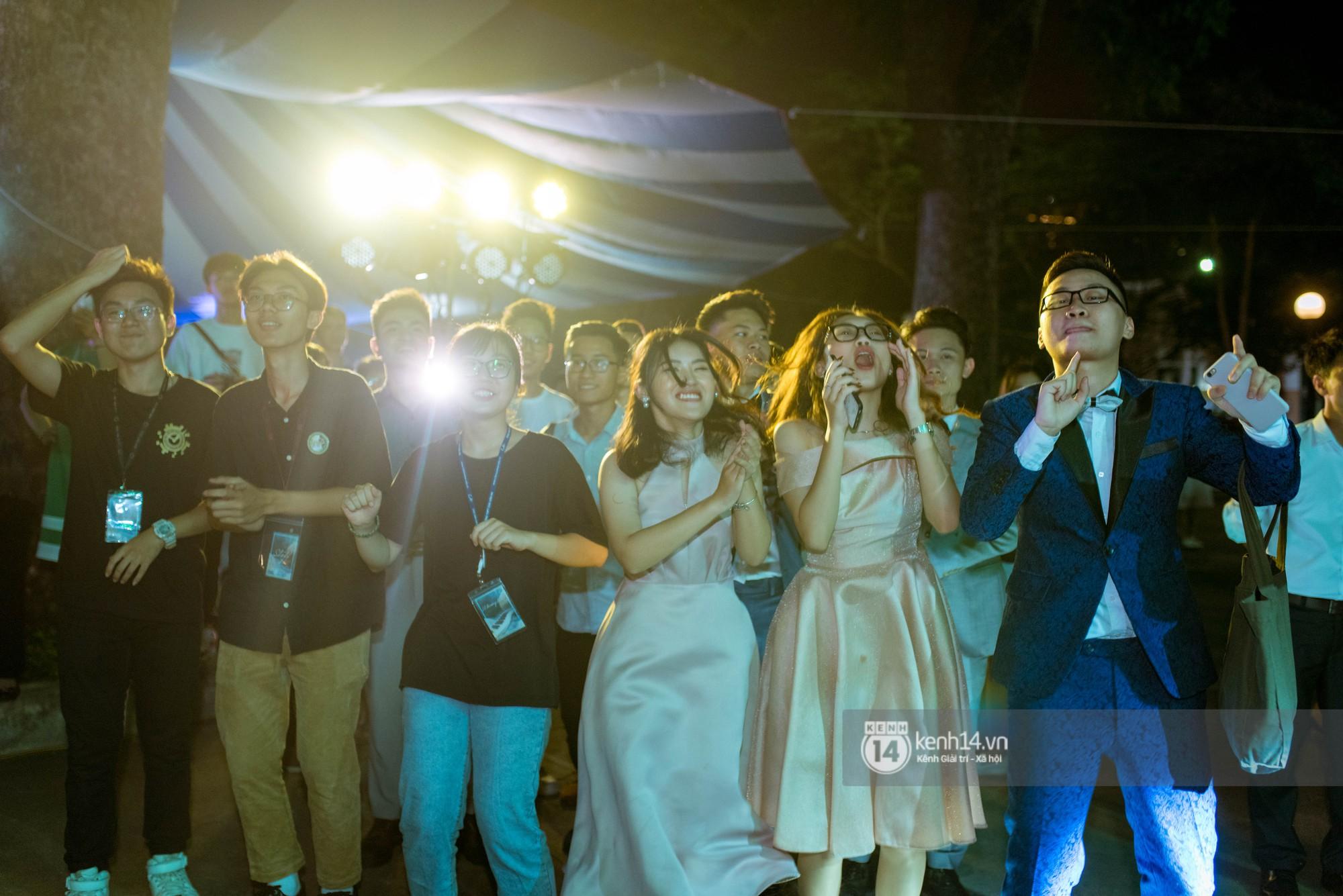 Ảnh 10: Tiệc trưởng thành trường Chu Văn An - We25.vn