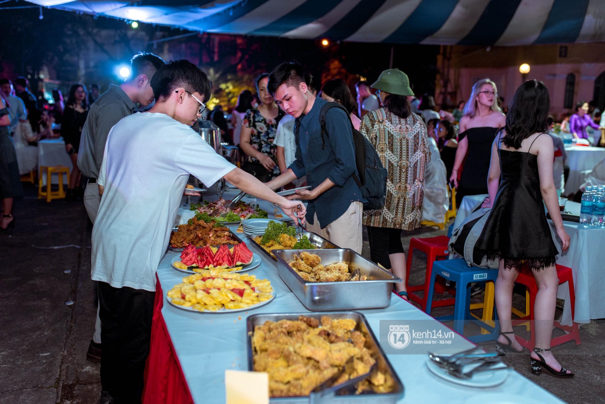 Ảnh 7: Tiệc trưởng thành trường Chu Văn An - We25.vn