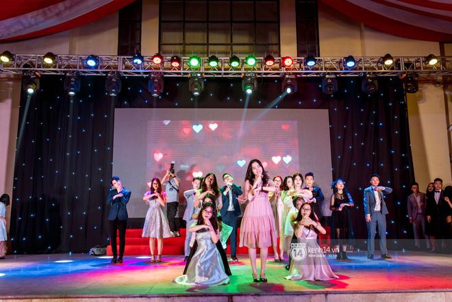 Ảnh 9: Tiệc trưởng thành trường Chu Văn An - We25.vn