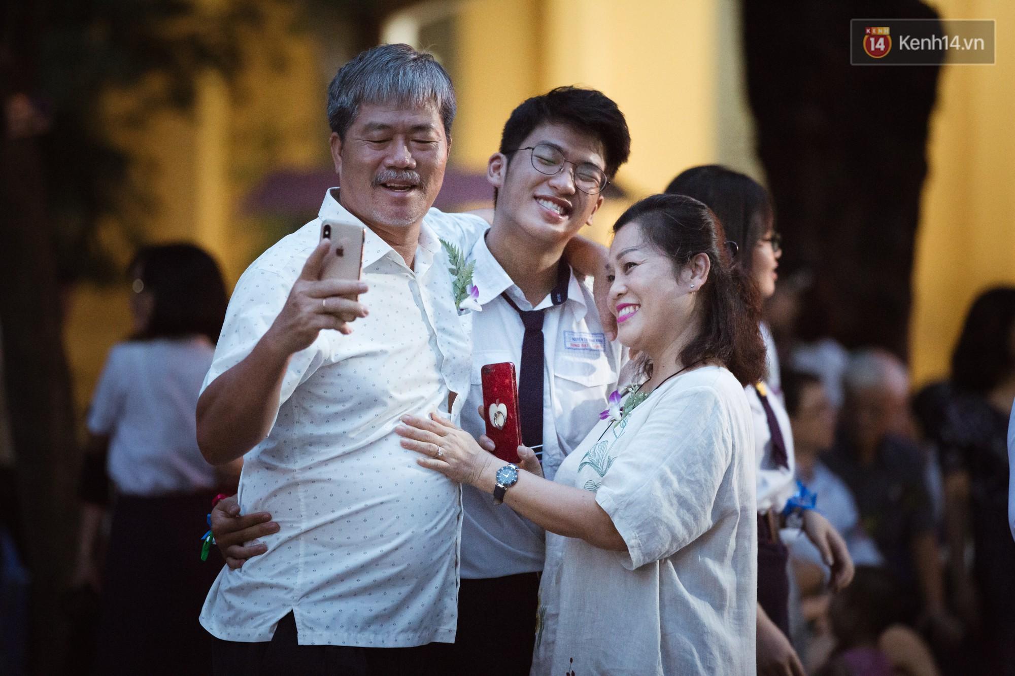 Ảnh 2: Học sinh trường Nguyễn Thị Minh Khai - We25.vn