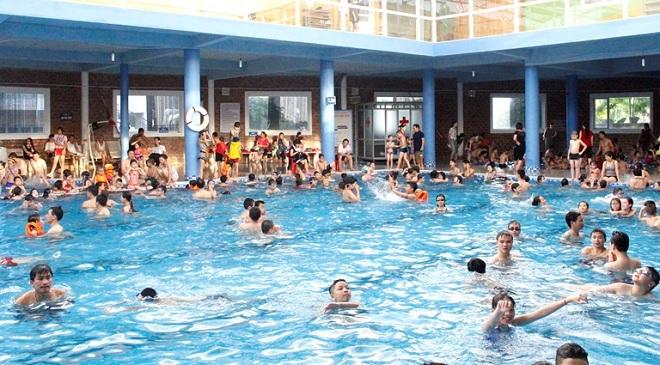 Mỗi bể bơi công cộng chứa trung bình 60 lít nước tiểu, người đi bơi phải làm gì?
