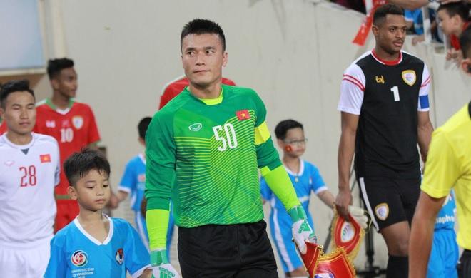 """""""Trượt"""" ĐTQG, thủ môn Bùi Tiến Dũng được gọi vào đội U23 và trở thành ứng viên đội trưởng"""