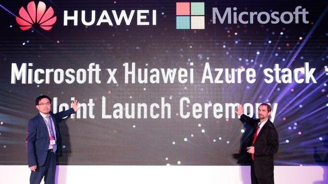 """""""Thêm dầu vào lửa"""", Microsoft rút giấy phép sử dụng Windows của Huawei"""