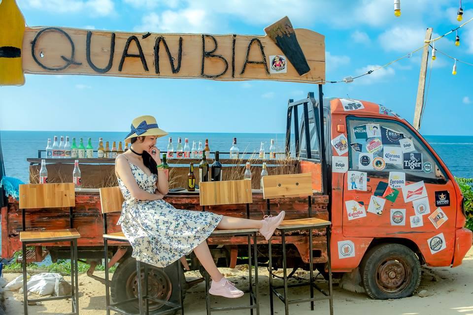 """Mùa hè quẩy """"chill"""" trên """"Quán Bia xe tải"""" view biển độc nhất vô nhị tại đảo dừa Hòn Sơn"""