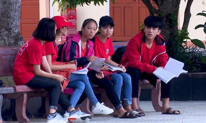 """Thi lại môn Ngữ văn vào lớp 10 tại Quảng Bình: Phụ huynh dọa kiện nếu điểm thấp vì """"không học sinh nào muốn thi lại"""""""