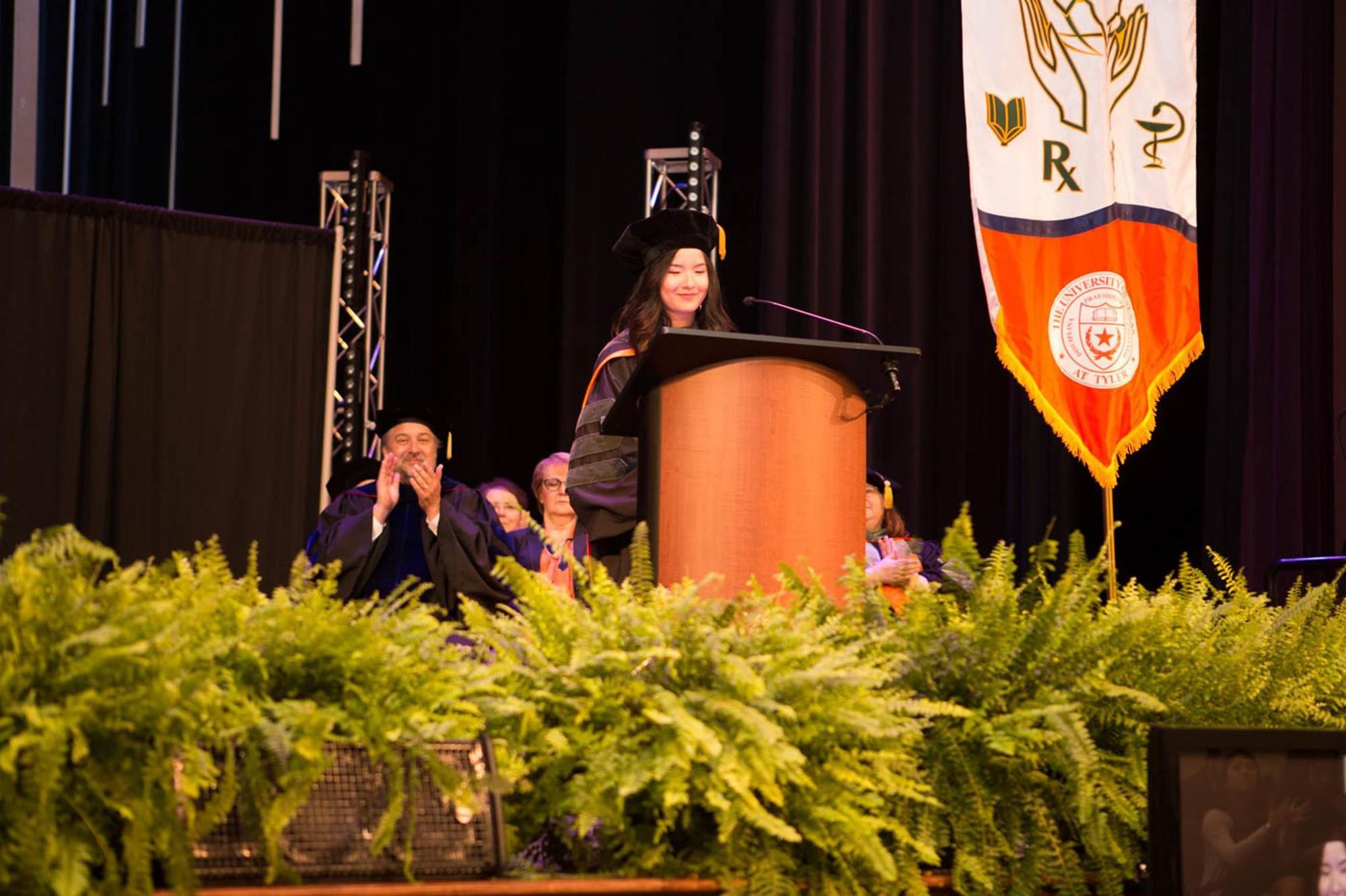 Nữ du học sinh Việt trở thành thủ khoa đầu tiên của ngành Dược tại trường đại học Mỹ