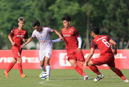 Ảnh 1: U23 Việt Nam đấu U23 Myanmar - We25.vn