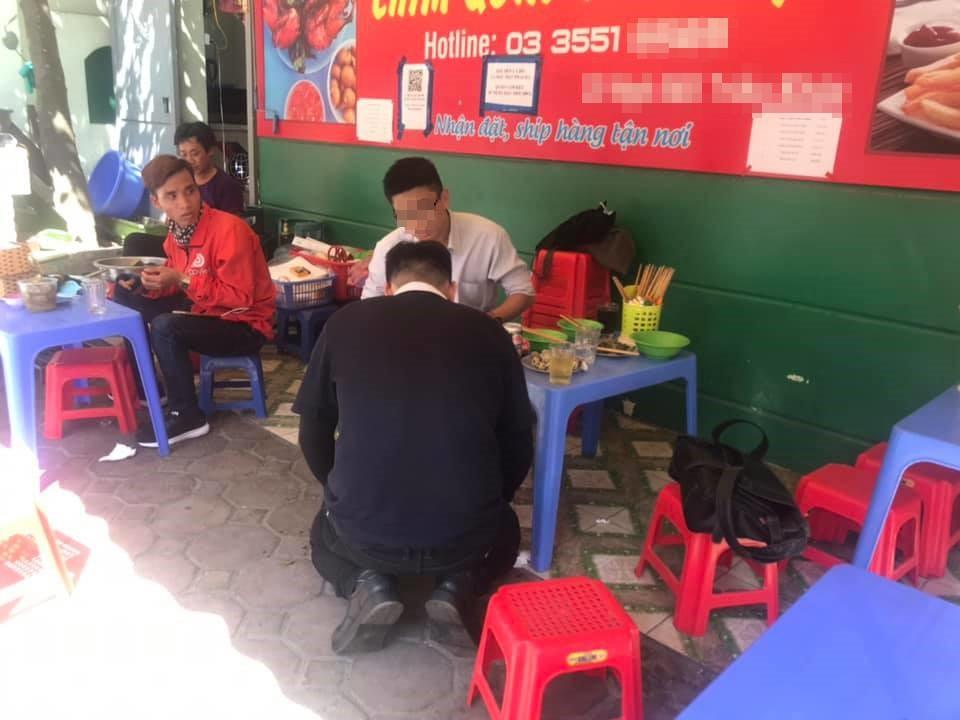 Hành động gây tranh cãi: Nhân viên đổ nước ngọt vào quần khách, chủ quán quỳ gối để xin lượng thứ