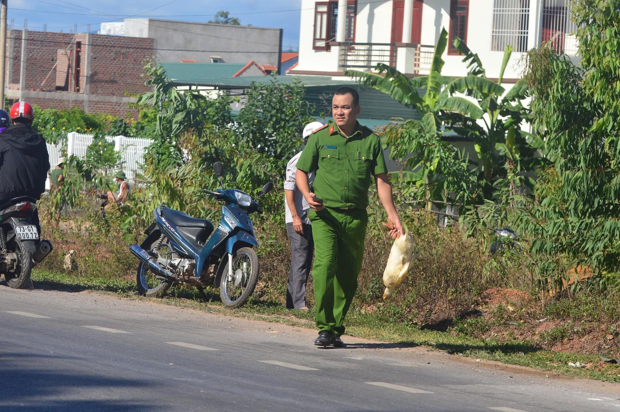 Ảnh 4: Người dân hôi của - We25.vn
