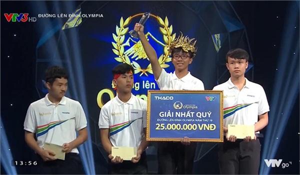 Sau khi liên tục lập kỷ lục, Nguyễn Bá Vinh đưa cầu truyền hình Đường lên đỉnh Olympia về Cần Thơ