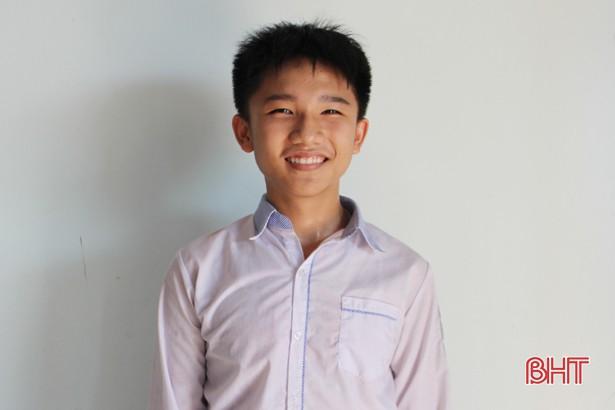 Ảnh 1: Thủ khoa đầu vào trường chuyên Hà Tĩnh - We25.vn