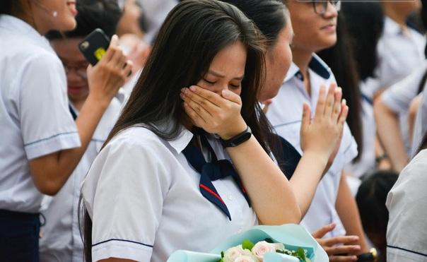 """Xúc động buổi lễ tri ân của trường Gia Định: Nước mắt thanh xuân trên """"sân ga mang tên Trưởng thành"""""""
