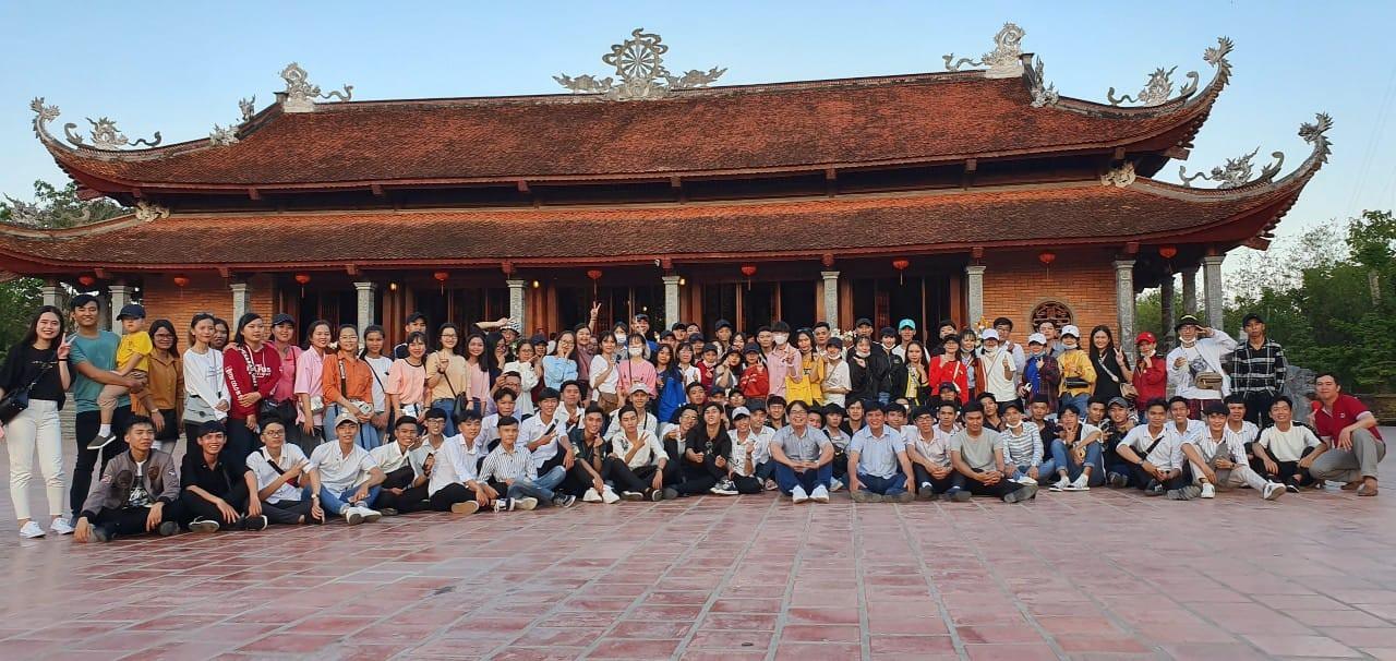 Ảnh 1: Cầu nguyện trước khi thi THPT Quốc gia - We25.vn