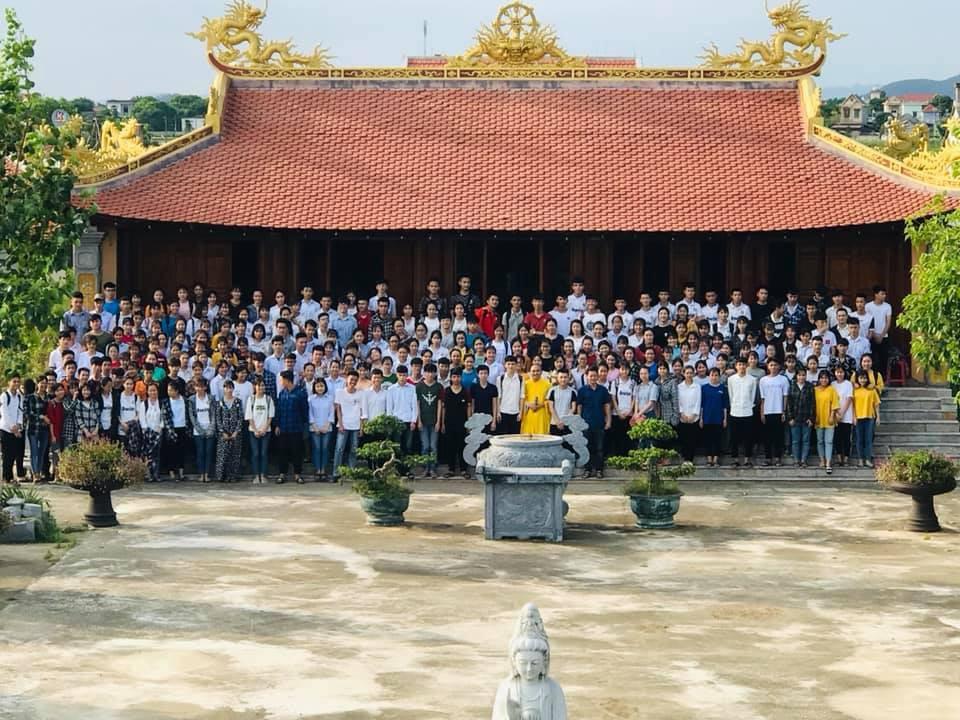 Ảnh 3: Cầu nguyện trước khi thi THPT Quốc gia - We25.vn