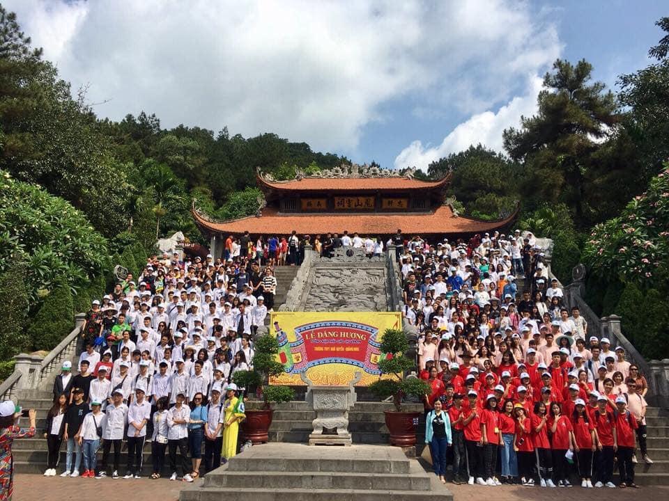 Ảnh 4: Cầu nguyện trước khi thi THPT Quốc gia - We25.vn