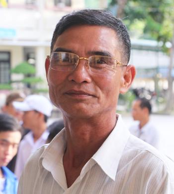 Ảnh 1: Ông nội đi thi THPT Quốc gia 2019 - We25.vn