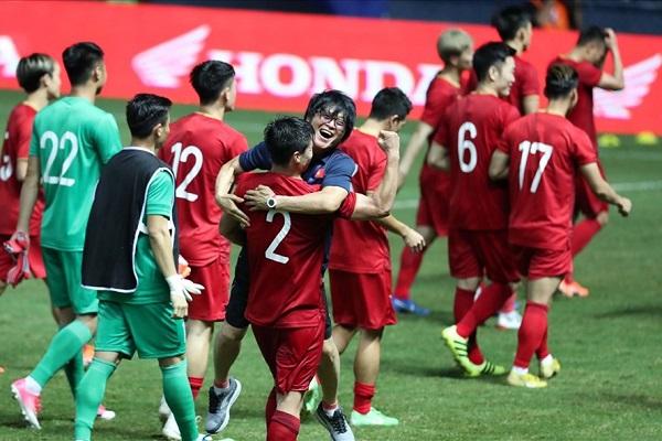 Ảnh 2: Việt Nam tụt hạng FIFA - We25.vn