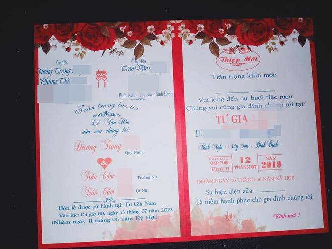 Sự thật đằng sau tấm thiệp cưới ghi tên một chú rể nhưng có tới 2 cô dâu là chị em ruột ở Bình Dương hiện gây sốt MXH