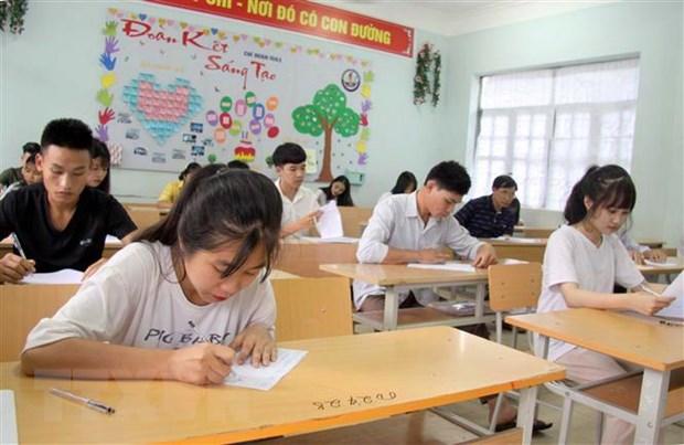 Ký nhầm bài thi khiến thí sinh phải thi lại THPT Quốc gia 2019, 2 giám thị bị đình chỉ
