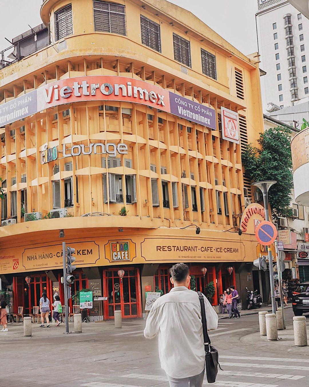 """Cùng nhìn lại background góc đường Ciao cafe  """"huyền thoại"""" ở Sài Gòn trước khi sắp biến mất"""