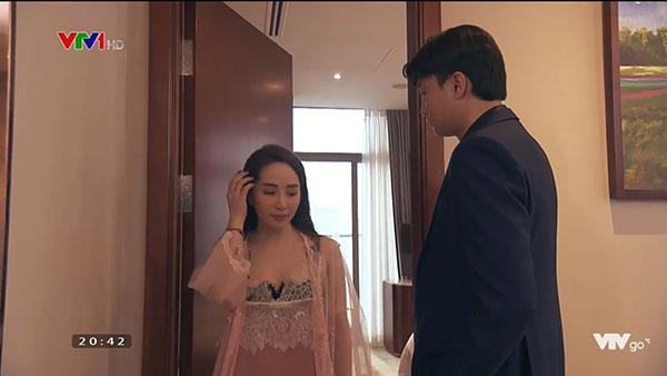 Lộ ảnh Vũ và Nhã đi khách sạn, cô chuyên viên lẳng lơ hỏi một câu làm Vũ không cưỡng nổi?