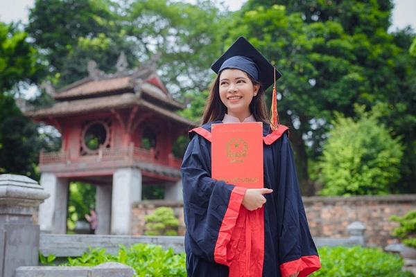 """Nữ sinh Thái Lan tốt nghiệp thủ khoa ĐH Khoa học Xã hội và Nhân văn Hà Nội, từng """"cảm nắng"""" con trai Việt"""