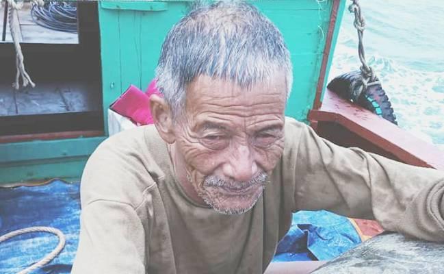Hy hữu chuyện người đàn ông 65 tuổi đi tắm bị sóng cuốn một ngày đêm trên biển