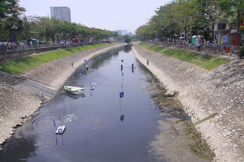 """Sông Tô Lịch """"mắc bệnh"""", không thể hồi phục được tình trạng ô nhiễm"""