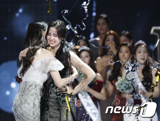 Tân Hoa hậu Hàn Quốc 2019 đăng quang với nhan sắc đỉnh cao, dìm hàng cả cựu Hoa hậu