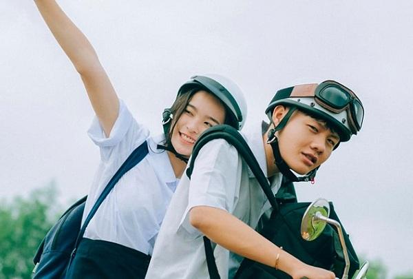 """Thanh xuân gói gọn trong bộ ảnh tình yêu tuổi học trò, cặp đôi khiến cư dân mạng muốn """"mua vé"""" về thời đi học ngay lập tức"""