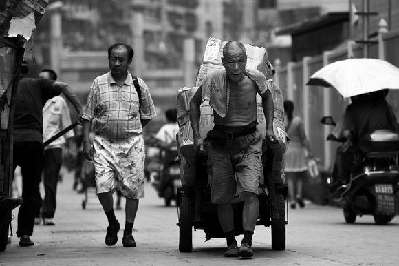 Người giàu dễ gìn giữ hạnh phúc hơn kẻ nghèo, liệu có đúng không?
