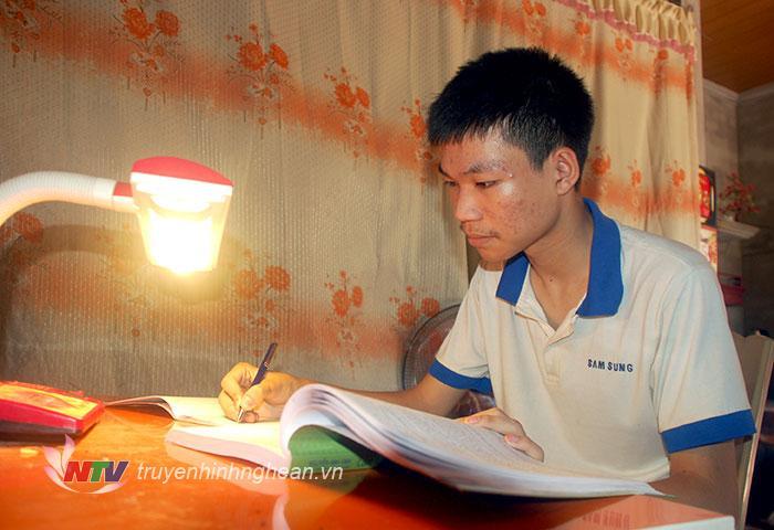 Gặp gỡ cậu học trò nghèo thủ khoa khối A1 của tỉnh Nghệ An
