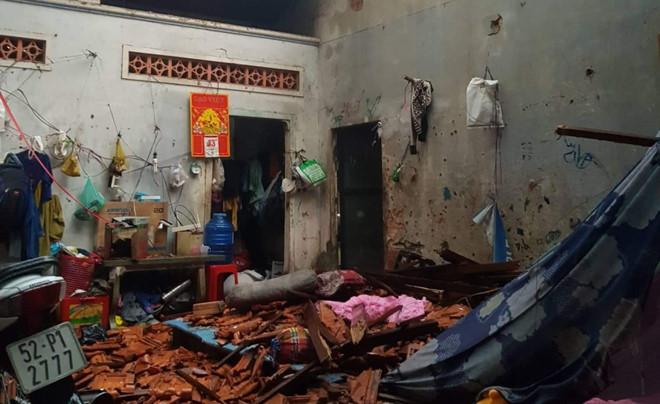 Hơn 300 căn nhà bị tốc mái, hư hỏng, thiệt hại ước tính trên 6 tỉ đồng do lốc xoáy dữ dội ở Long An