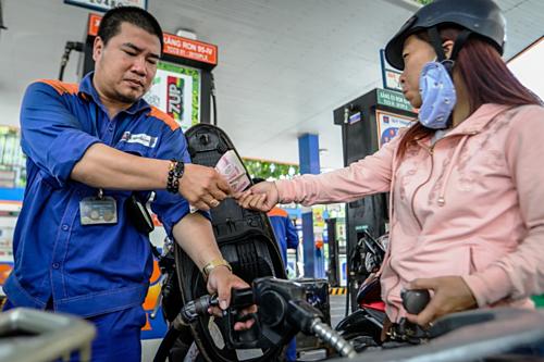 Tin mới: Giá xăng có thể tăng mạnh vào ngày mai