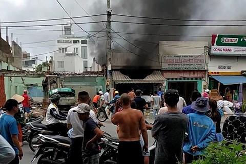 Hãi hùng cụ ông 70 tuổi kẹt lại trong biển lửa của một quán cơm quân Tân Bình