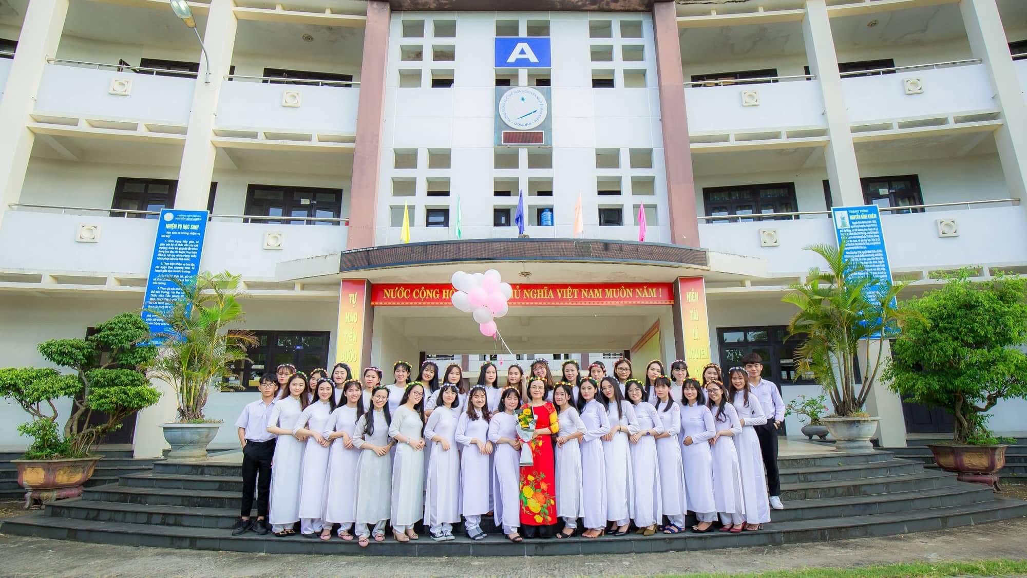 Ảnh 3: Nữ sinh thi được 9.5 Văn - We25.vn