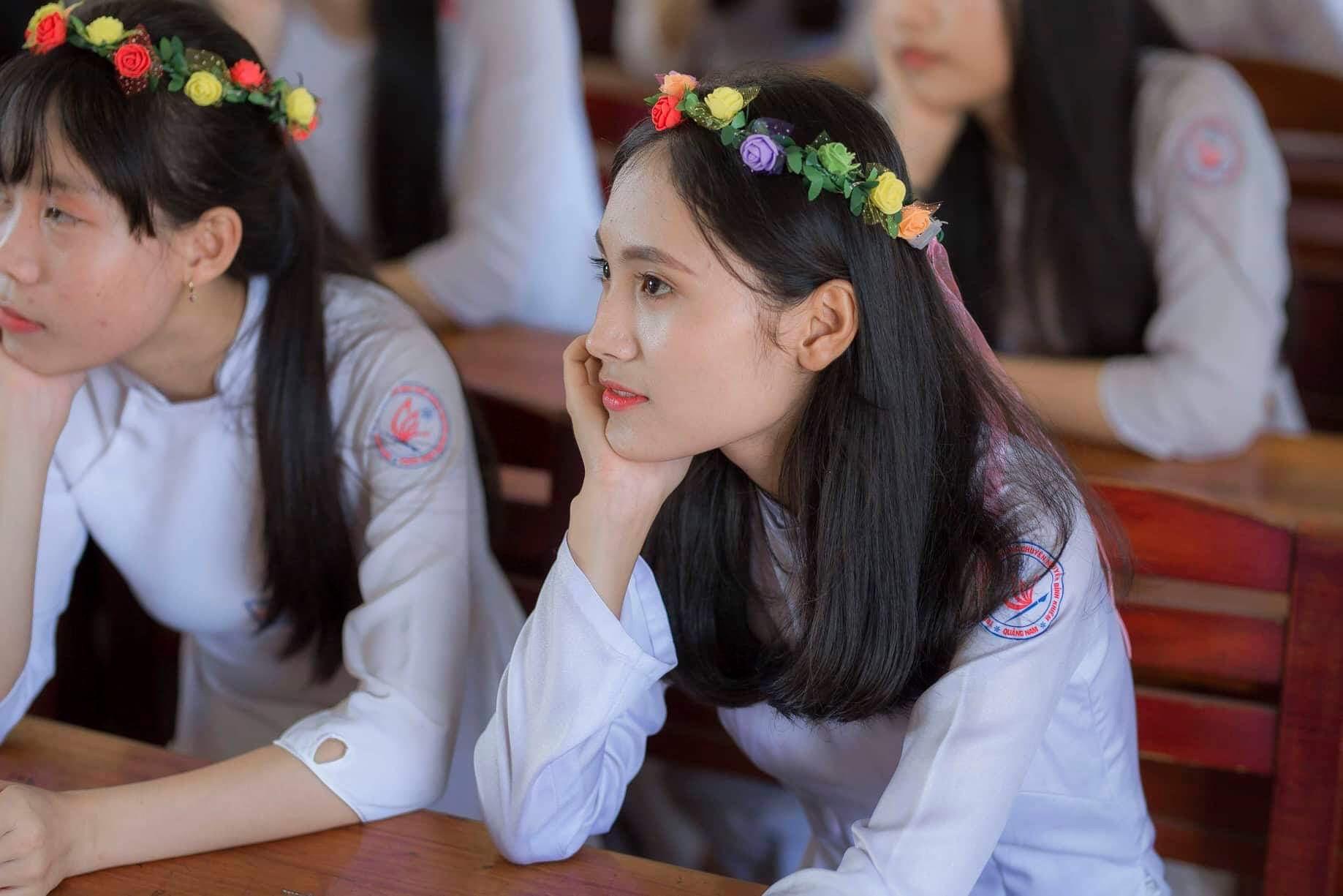 Ảnh 2: Nữ sinh thi được 9.5 Văn - We25.vn