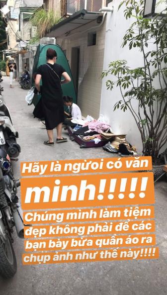 """Chủ shop Hà Nội """"kêu trời"""" vì người ở đâu cứ mang cả """"núi"""" đồ đến trước cửa shop chụp ảnh, bị nhắc nhở còn tỏ ra khó chịu"""