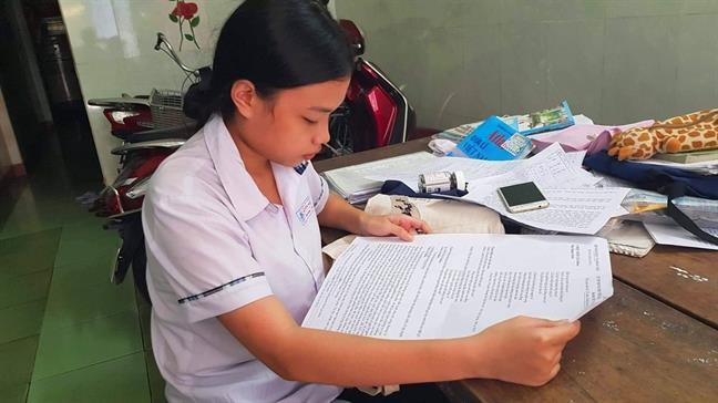 Đại học Huế miễn học phí cả 4 năm học cho nữ sinh nhận đề thi khổ giấy A3