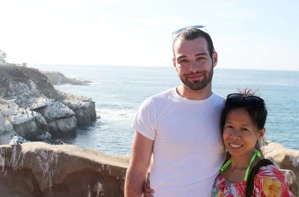 Cô gái khuyết tật kiếm được chồng Mỹ kém 8 tuổi nhờ đam mê học tiếng Anh