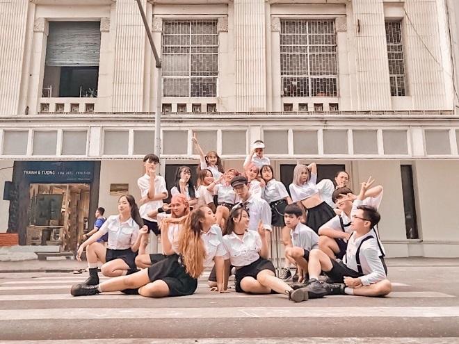 """Thành công liên tiếp, nhóm nhảy cover của ĐH Thương mại khiến dân mạng trầm trồ với """"Hãy trao cho anh"""" - Sơn Tùng M-TP"""