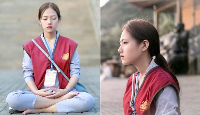 Nữ sinh đi tu ở chùa bất ngờ được ống kính nhiếp ảnh bắt trọn khoảnh khắc vì quá xinh