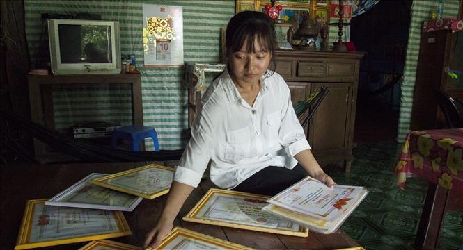 Đủ điểm đỗ đại học, nữ sinh Kiên Giang tính bảo lưu kết quả 1 năm để làm công nhân